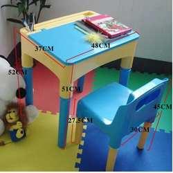Дети изучают столы и стулья. 1 откидной стол. 1 стул