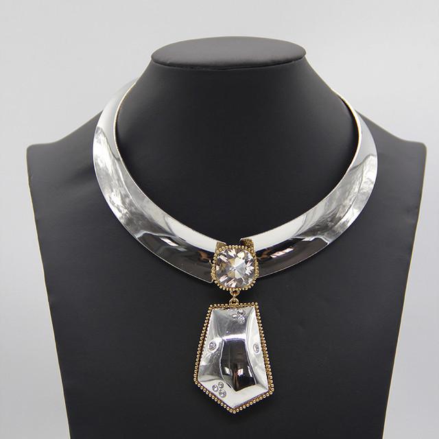 Diseño único de plata choker collar para las mujeres de moda brazalete ancho de la aleación de cristal collares declaración collar babero