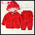 Бесплатная Доставка Розничная Сладости Красный Кружева Рябить Дизайн Новорожденные дети Новый Год Одежда Set Baby Girl Зимние Наряды С Hat