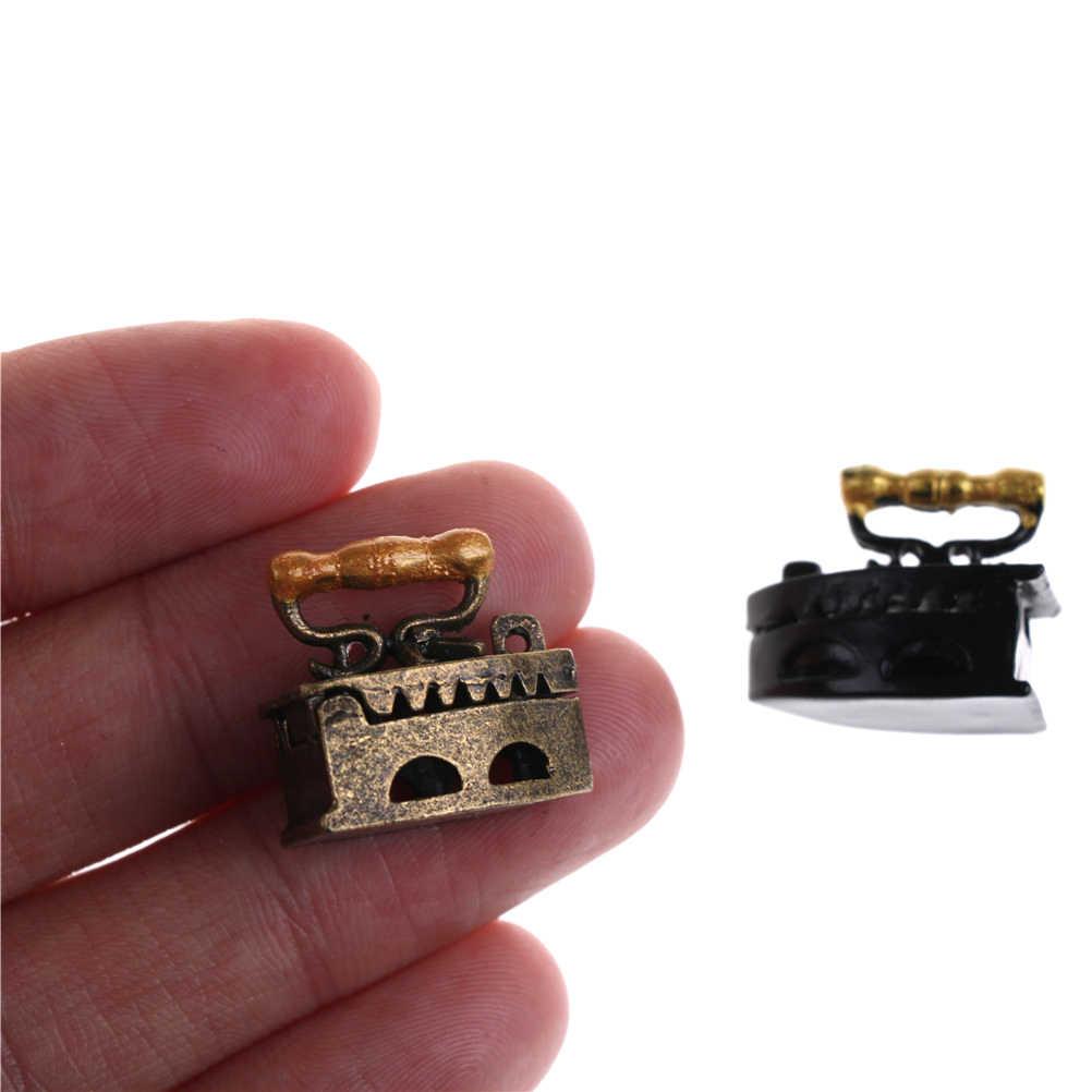 Gran oferta 1:12 Linda Mini casa de muñecas adorno en miniatura una herramienta de ropa de hierro muebles juguetes casa de muñecas Accesorios
