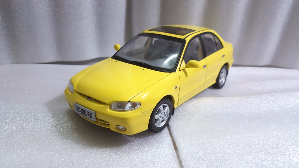 1:18 Diecast Model for Kia Maxima Yellow Rare Alloy Toy Car Miniature Collection Gifts yellow car model for 1 18 rover series i ltd 1948 minichamps classic collection diecast model car diy model customs made