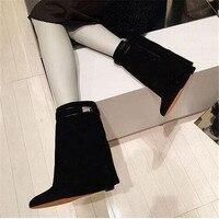 แฟชั่นที่เพิ่มความสูงลิ่มบู๊ทส์แหลมนิ้วเท้าสีดำผู้หญิงรองเท้าหนังกลับพับกว่าฤดูใบไม้ร...