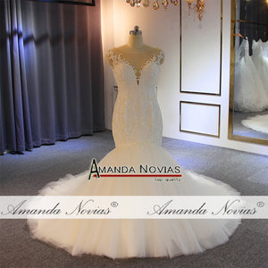 Image 2 - Vestido de novia de sirena con cuentas