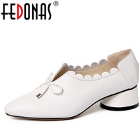 FEDONAS עור אמיתי נשים אופנה אביב משאבות נוחות בוהן עגול עבה עקבים גבוהים אישה נעלי חתונה משאבת צד עניבת פרפר