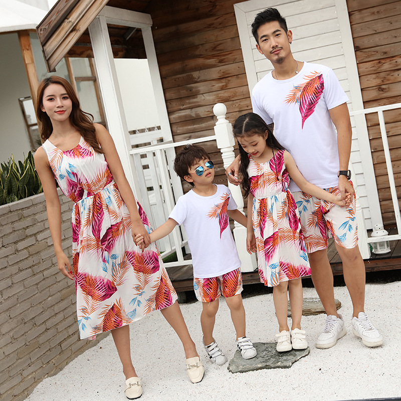 Summer Family Matching Outfits Mom Girls Long Leaves Dresses Dad Son Boys T-Shirt+Shorts 2PCS Sets Vacation Couple Beach Clothes