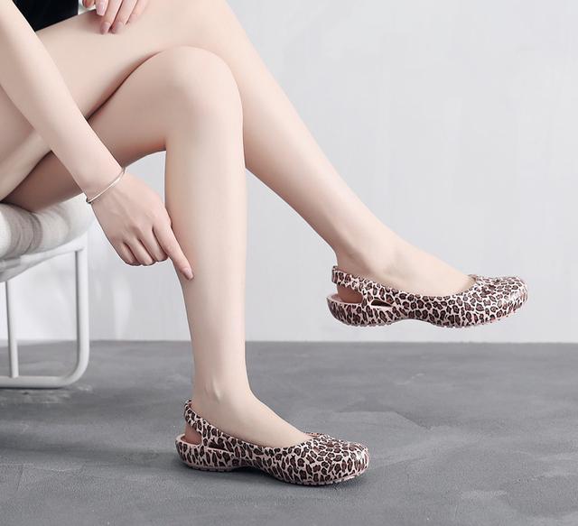 women Clogs Jelly Sandals Home Non-slip Summer Hole Shoes Female Flat slippers Plastic Female Girls Waterproof EVA  Garden Shoes