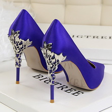 Elegant Metal Carved Heels Women Pumps 2019 High Quality Fashion Sexy Silk High Heels 13 Color 10cm Shoes Woman Wedding Shoes