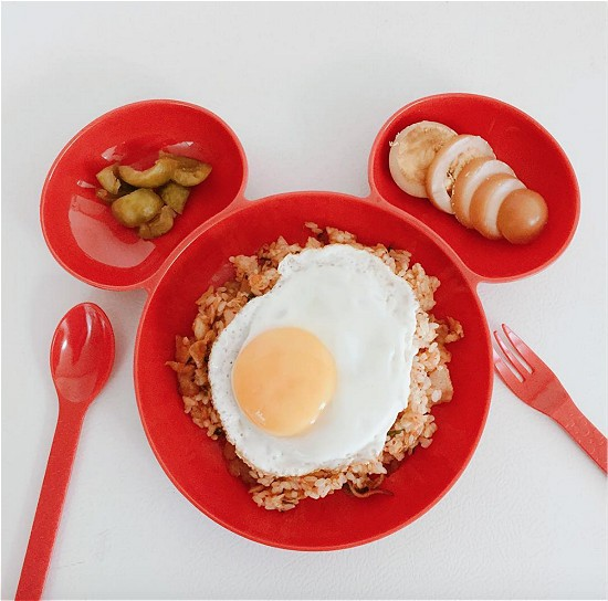 red and white dinnerware 97