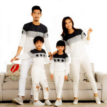 New 2017 Family Matching Outfits Mommy and Me Clothes fashion mother father baby cotton family look full sleeve Family Clothing