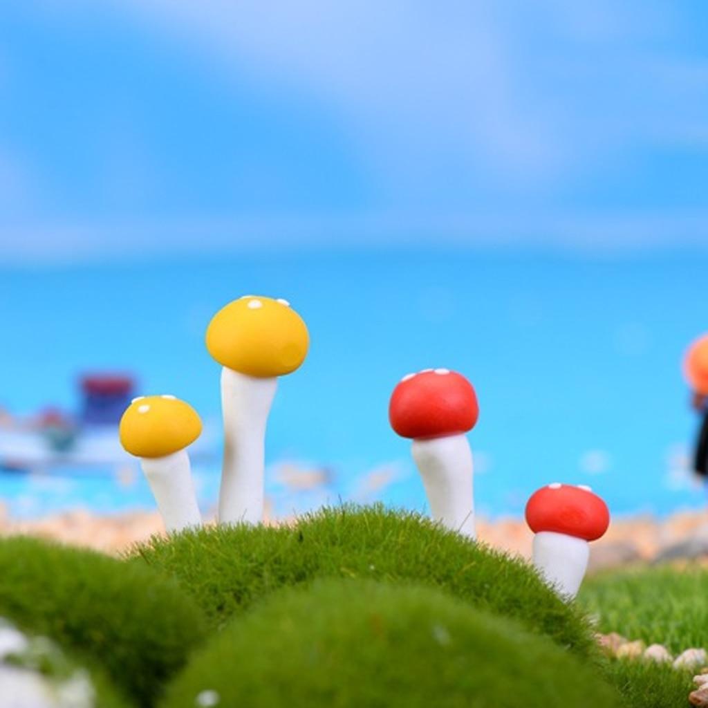 10pcs 2cm Mini Resin Mushroom Toys Bonsai Garden Resin Crafts Micro Landscapes DIY Decor Ornament Xmas Gift Model Building Kits