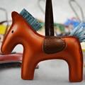 Famosa Marca de Lujo Hecho A Mano exquisito Cuero de LA PU Llavero Animal Caballo Llavero Mujeres Bolsa Colgante Encanto Accesorios PWK0627