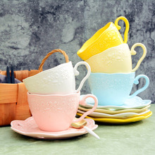 Горячая Распродажа дешевая Изысканная креативная керамическая кофейная чашка с тиснением в европейском стиле и блюдце домашняя простая послеобеденная чайная чашка