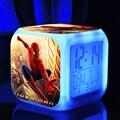 Человек-паук игрушки Цифровой СВЕТОДИОДНЫЙ 7 Изменилось Красочный свет ledclocks/будильник Термометр, ночь Электронные детские игрушки человек паук