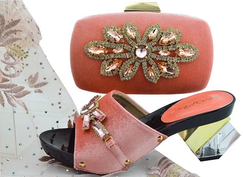 Chaussures élégantes de pantoufles de pêche de velours et sac d'embrayage avec de grands strass brillants chaussures italiennes de dame et sac SB8256-2