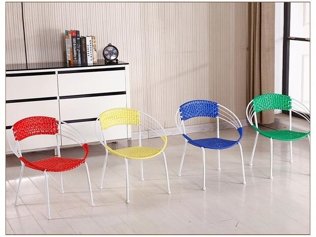 Soggiorno sedia di colore rosso giallo negozio di mobili per