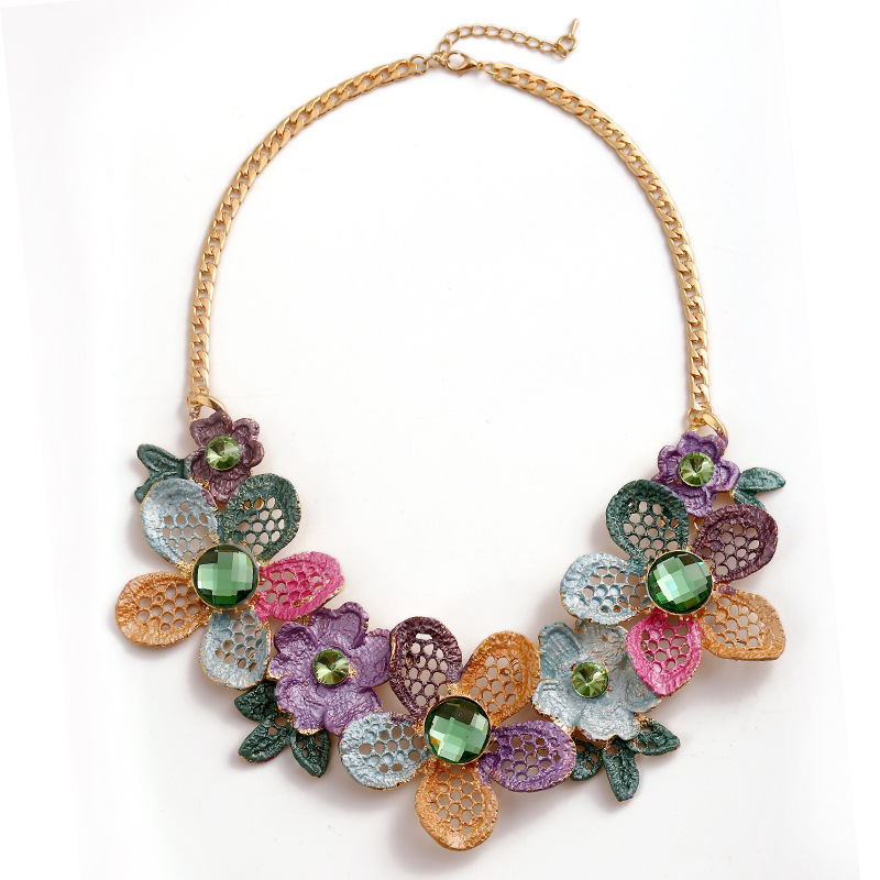 Trendy Women Cute Flowers Necklaces Hollow Pendant Crystal Clavicle Necklace Mosaic Rhinestone Sweater Chains Jewelry Statement