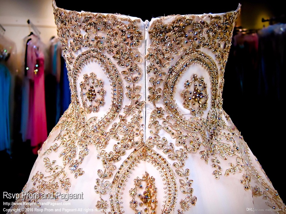 fca262c4 Vintage Gold Beaded Appliques Ball Gown Strapless Wedding Dresses 2019  Colorful Long Sparkly Brides Bridal Gowns With Color-in Wedding Dresses  from Weddings ...