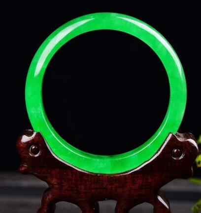 56.4มิลลิเมตรธรรมชาติมรกตสีเขียวหยกJadeiteกำไลสร้อยข้อมือที่ทำด้วยมือ