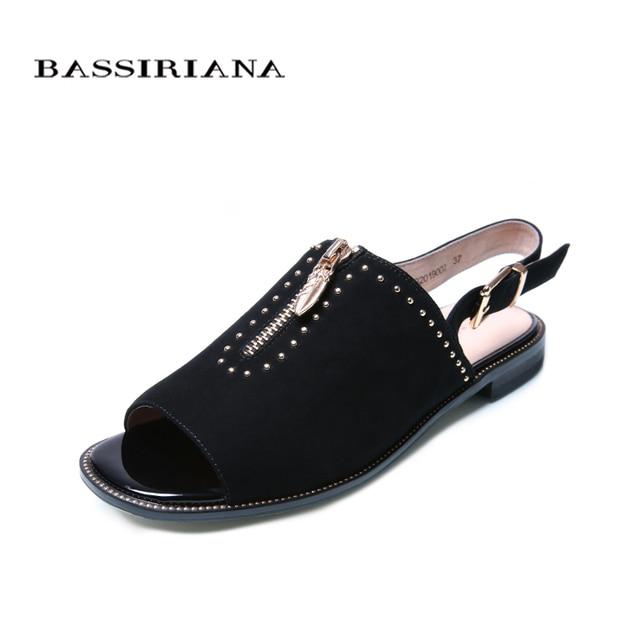 Bassiriana/Новые 2018 из натуральной замши на плоской подошве летние сандалии Женщины Zip украшения обувь пряжки Цвет: черный; размеры 30–40 Размер Бесплатная доставка