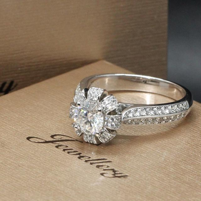 9K White Gold 0.8CT Round Cut Lab Grown Diamond Crown Ring
