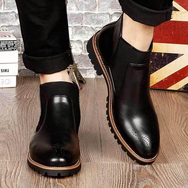 Vintage Men's Chelsea Boots Rubber Wear-resisting Ankle Bota Masculino Embossing Winter Boots Round Toe Designer Leather Shoes