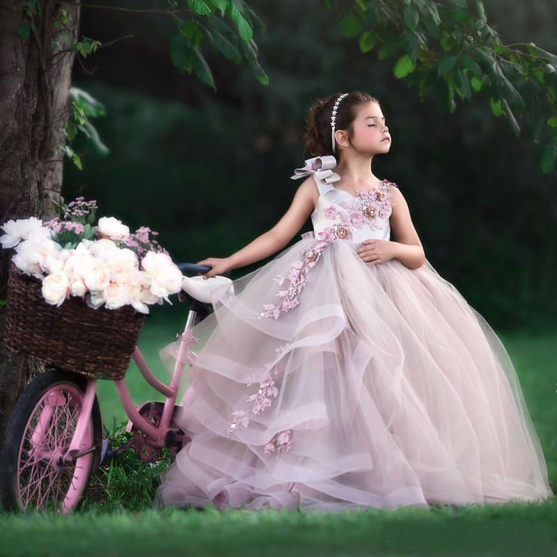 Pretty Ball Gown Flower Girl Dresses Custom Made Sleeveless 3D Floral Appliques Girls Communion Dress Tiered Ruffles
