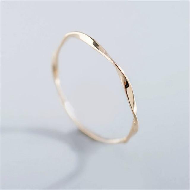 gran selección de e4041 0c42f € 1.4 30% de DESCUENTO|Lindo delicado de Simple Slim agua ondas anillo de  Zirconia anillos simples para las mujeres joyería de moda regalo de anillo  ...