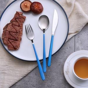 Image 3 - Niebieski zestaw złotych sztućców ze stali nierdzewnej zachodniej stołowe łyżka widelec nóż w odniesieniu do żywności fotografia tło tło do zdjęć rekwizyty