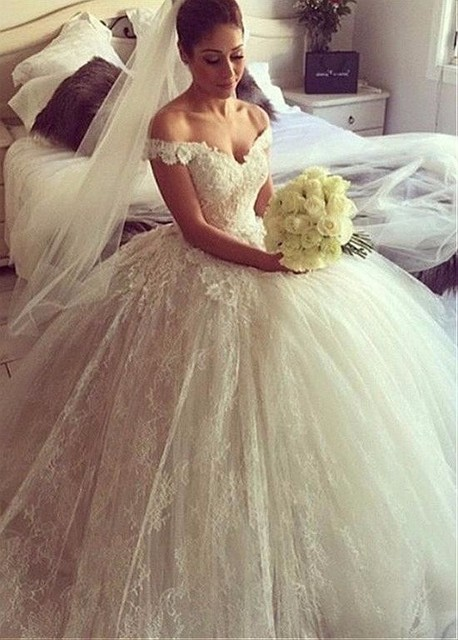 Vintage Lace Ball Gown Wedding Dresses 2017 Cap Sleeve Appliques Big Puffy Princess Gowns Buttons