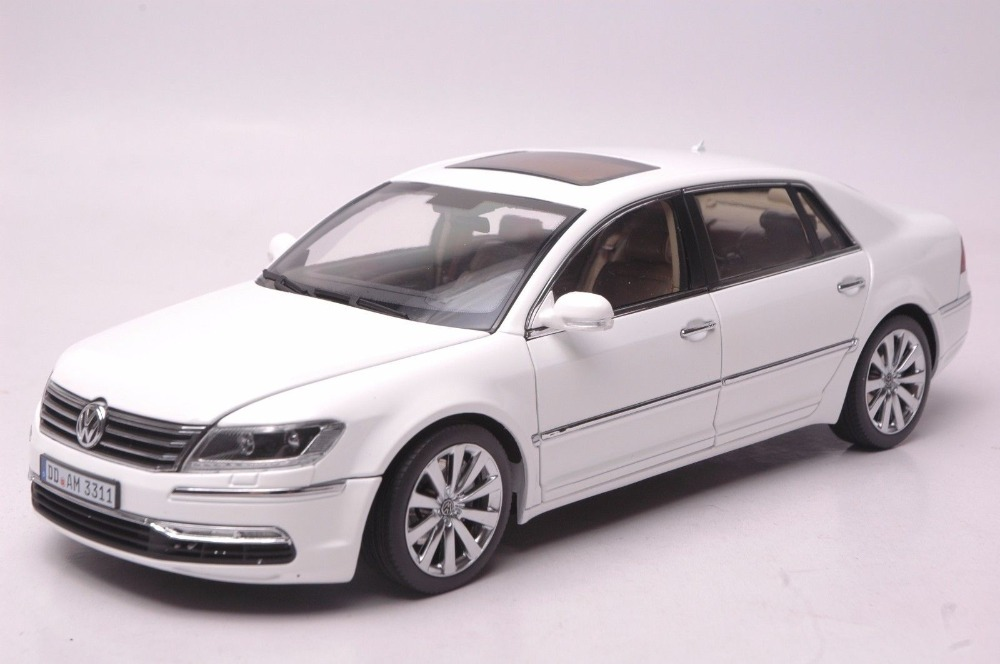 1 18 diecast model for volkswagen vw phaeton w12 6 0 white. Black Bedroom Furniture Sets. Home Design Ideas