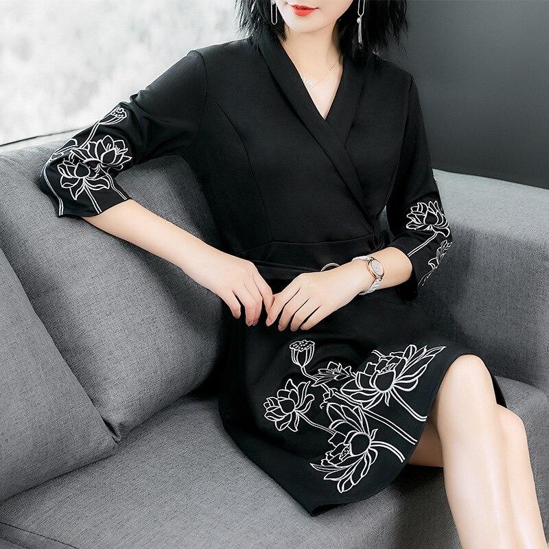 2019 printemps nouvelle femme noir bureau robe broderie Floral v-cou robes élégantes avec ceintures a-ligne RE2149