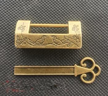 Cerradura pequeña de flor de ciruela de latón puro chino