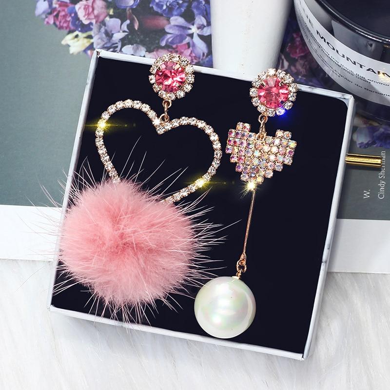 FYUAN Mode Rosa Kristall Liebe Herz Asymmetrie Baumeln Ohrringe Weißes Fell Ball Strass Tropfen Ohrringe für Frauen Schmuck Geschenk