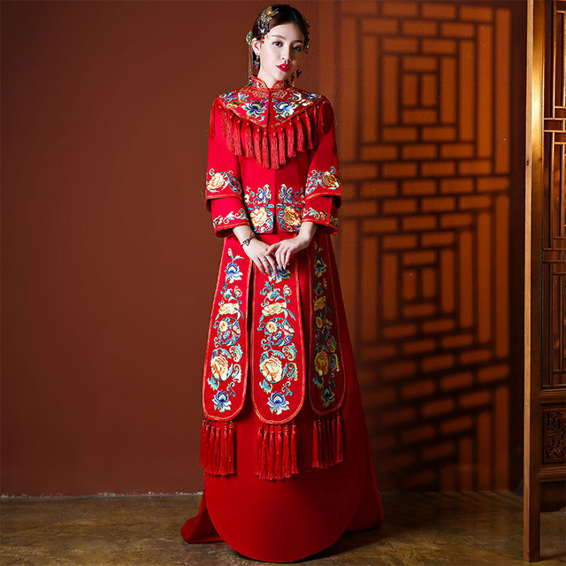 7d9484abcfb Elegant Embroidery Flower Qipao Asian Bride Wedding Dress Ancient Chinese  Women Satin Mandarin Collar Cheongsam Vetement