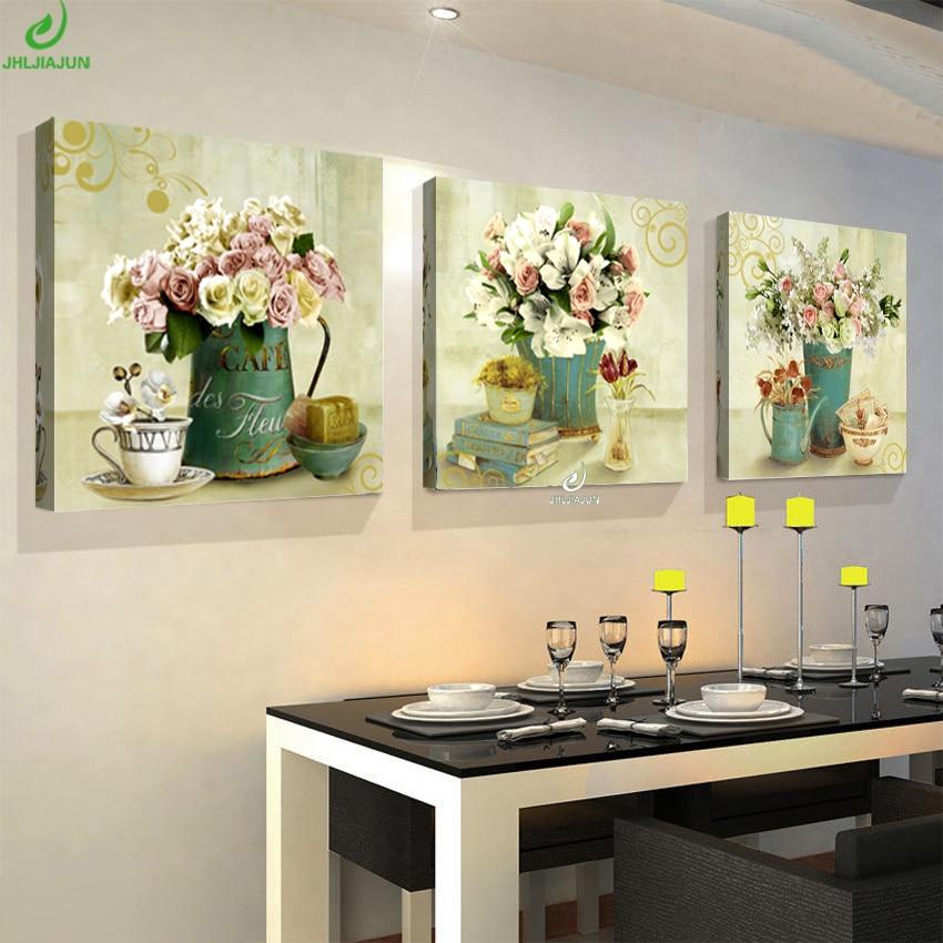 Фото дизайн кухни с картиной над мойкой