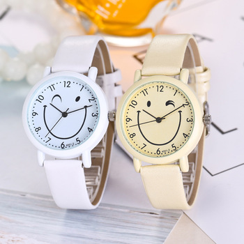цена 2019 New Fashion Smiling Cartoon watches Children Casual Leather Dress Wrist Watches Women Quartz Watch Clock montre femme Gifts онлайн в 2017 году