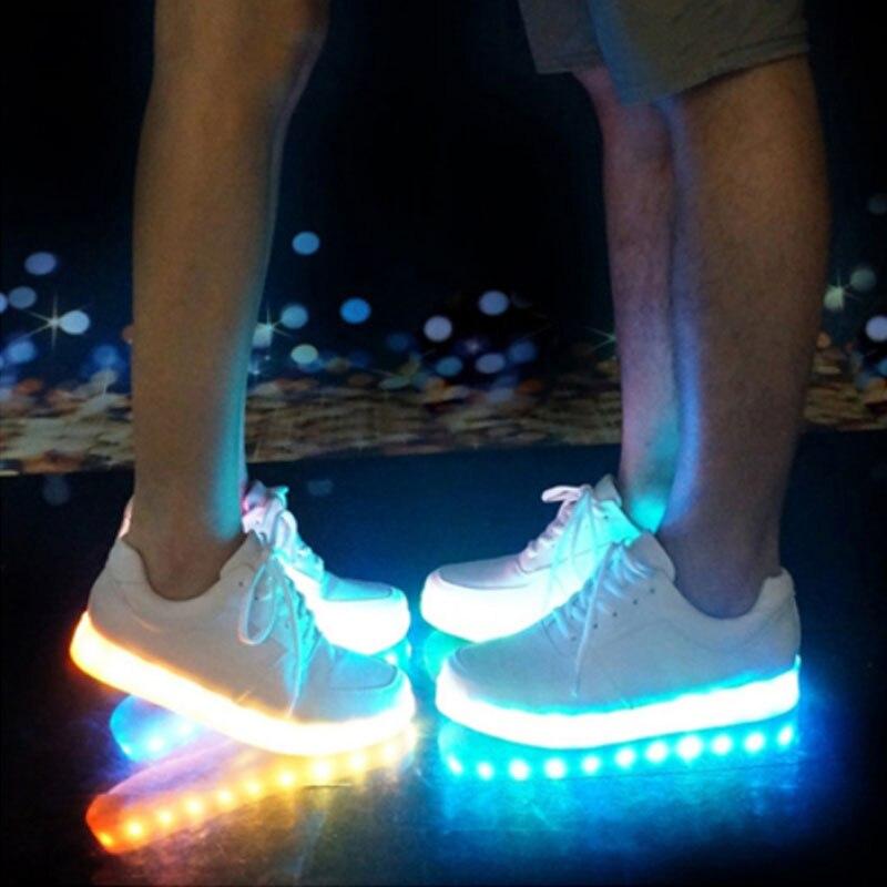 USB illuminato krasovki luminoso scarpe da ginnastica incandescente bambini  scarpe per bambini scarpe con suola ha condotto la luce up scarpe da  ginnastica ... 06a576b29ae