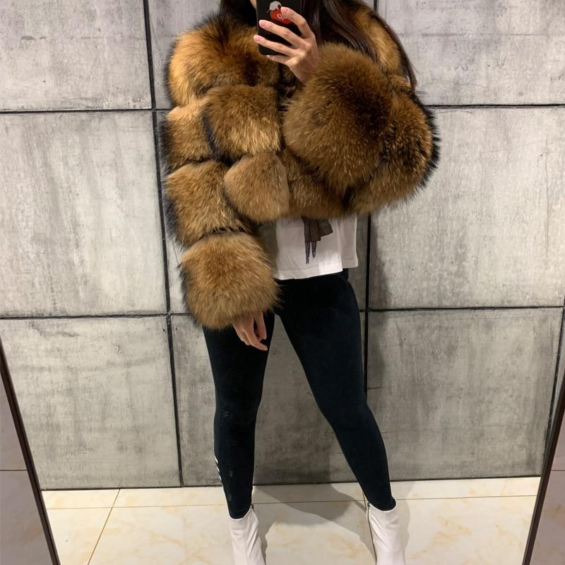 Женское пальто из натурального меха енота с длинным рукавом