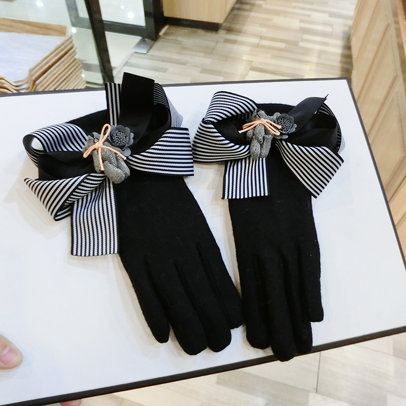 2017 New Winter Women Gloves Fashion Striped Bowknot Touch Screen Gloves For Smartphone Plus Velvet Warm