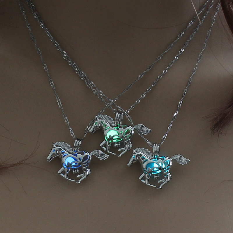 Retro Animal horse glow in the dark necklace necklaces Silver Chain cheval Running horse jewelry For Men Punk horse jewelry