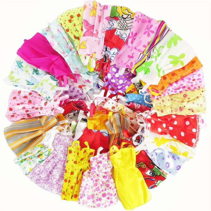 12 Pcs Bonecas Vestido Mixed Tipos Handmade Bonita Da Forma aleatória Festa Roupas Para Barbie Doll Presente do Miúdo da Menina brinquedos
