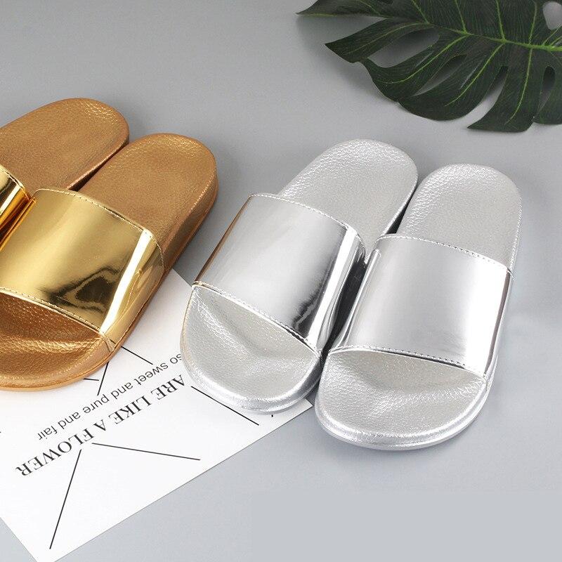 Летние женские шлепанцы, блестящие шлепанцы на мягкой подошве для дома и улицы, пляжная обувь, шлепанцы, женская обувь золотого и серебряног...