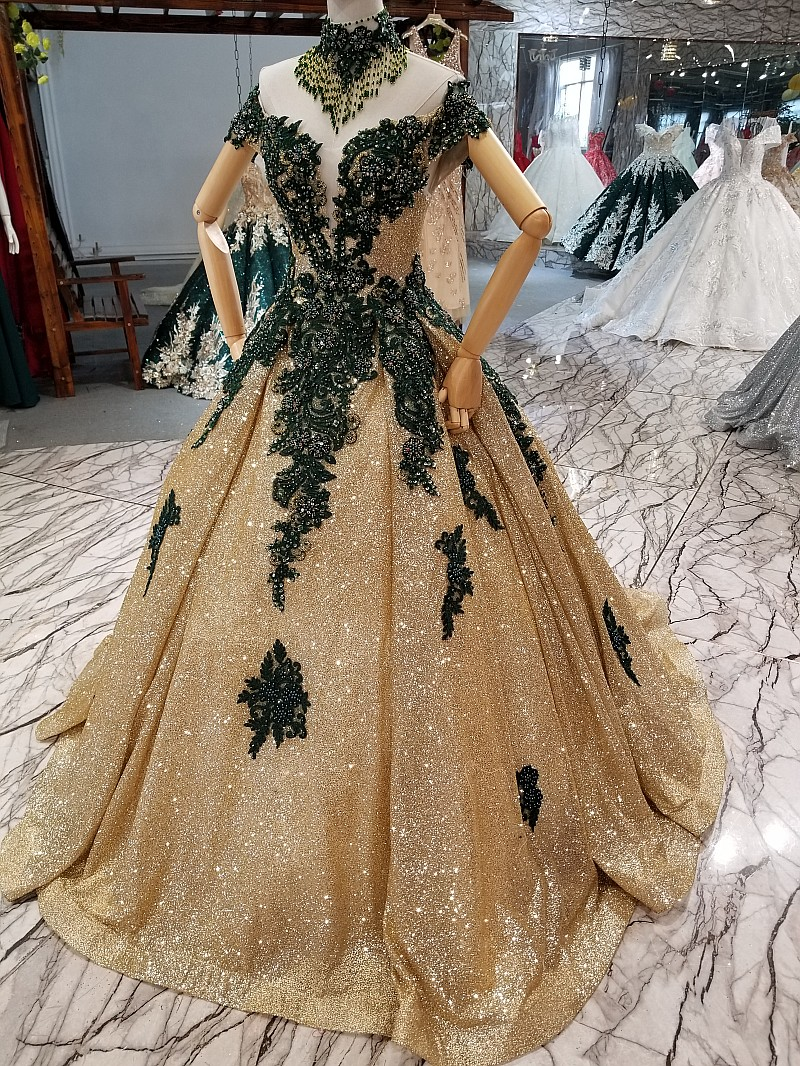 2018 Green Lace Gold Sequin V neck Evening Dresses Sweep Train A line Prom Dress Sleeveless Off The Shoulder Formal Dress Gowns in Evening Dresses from Weddings Events
