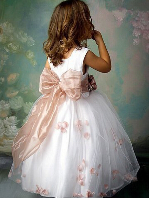 d595786ba91 Free shipping 2 8 years old floral kids wedding dress petal hem cute dress  fashion girls  dress-in Dresses from Mother   Kids on Aliexpress.com
