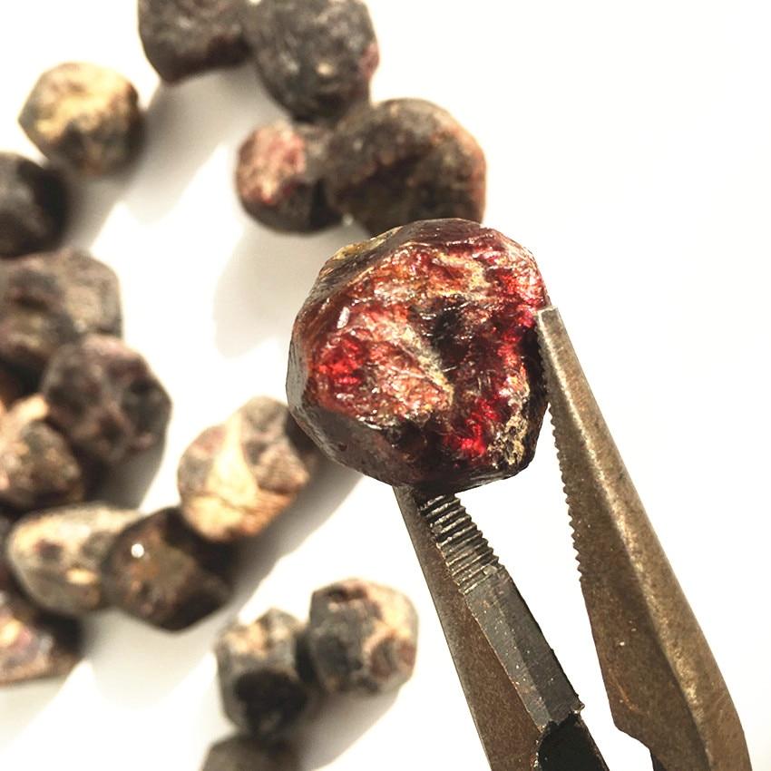 1pc Natural Red Garnet Raw Stone Crystal Healing Reiki Specimen Jewelry Making