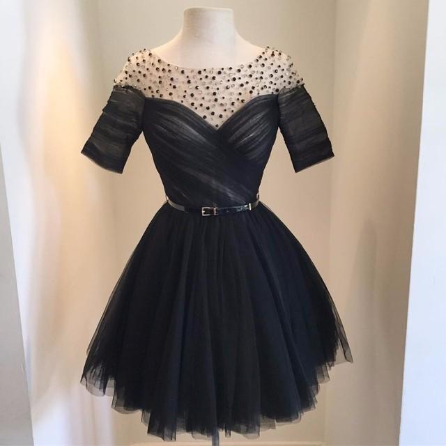 Vestido negro corto para una boda