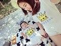 Família equipado Mãe e Do Bebê Roupas Mama COROA de Manga Curta Tee e dos desenhos animados Do Bebê Macacão de algodão Correspondência de mãe e filho outfits