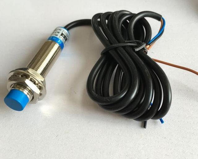 Détecteur de proximité inductif 2 pièces M12 | 4mm Distance de détection, 2 fils NC/DZ cylindre, interrupteur
