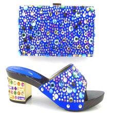 GF16-6 Kostenloser Versand. Italienische schuhe und taschen zu entsprechen nigeria hausschuhe und geldbörse mit stein für party mit Royal blau farbe