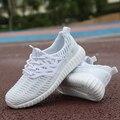 2017 Nueva Moda de Los Nuevos Hombres Ocasionales Respirables Ligeros Zapatos de Deporte Al Aire Libre Zapatos Para Caminar Masculino Pisos Blancos